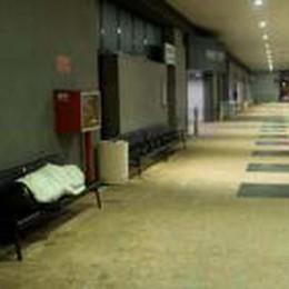 Orio,  sui blog la tirata d'orecchie «Peggior aeroporto dove dormire»