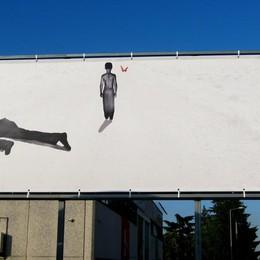 «I dubbi del padre», 9 metri per 3  Palumbo «espone» in via Grumello
