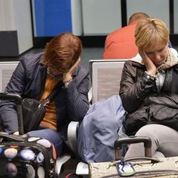 Aeroporto, giornata da dimenticare  «Siamo stati lasciati senza assistenza»