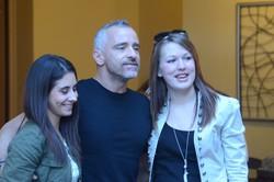 Eros Ramazzotti con due fan