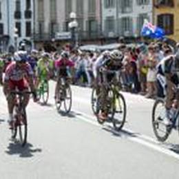 Giro d'Italia, grande entusiasmo  Ratto primo al traguardo volante