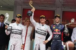 Il podio di Montecarlo: Nico Rosberg (1°), Lewis Hamilton (2°) e Daniel Ricciardo (3°).