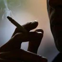 Più di 3 morti al giorno  per il fumo  Che ne dici di smettere? Informati