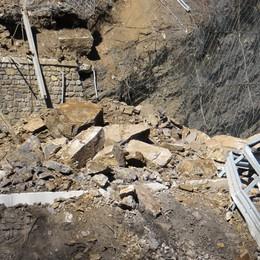 La frana tra Olda e Peghera  Via ai lavori per la posa del ponte