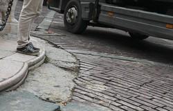 La pavimentazione di Piazza Vecchia danneggiata