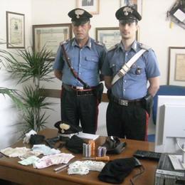«Ci sono i rapinatori  all'A&O»  Irruzione dei carabinieri: presi