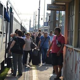 Ritardi, cancellazioni e treni «forni»  «Trenord, condizioni disumane»