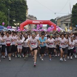 Strawoman, torna la marea rosa  Di corsa, con la t-shirt di Kauppa