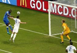 Il gol di Balotelli: è il 2 a 1 per l'Italia