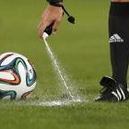 L'arbitro con lo spray