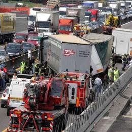 Istat, in calo morti e feriti sulle strade  Ma l'Italia resta sopra la media Ue
