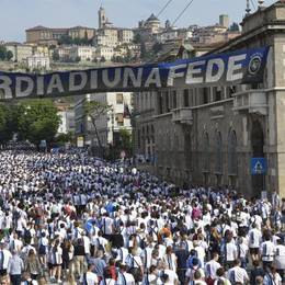 Camminata nerazzurra, gran festa Un serpentone di 13 mila persone