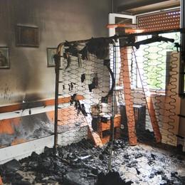 Valnegra, incendio in una palazzina  Danni ingenti, ma nessun ferito