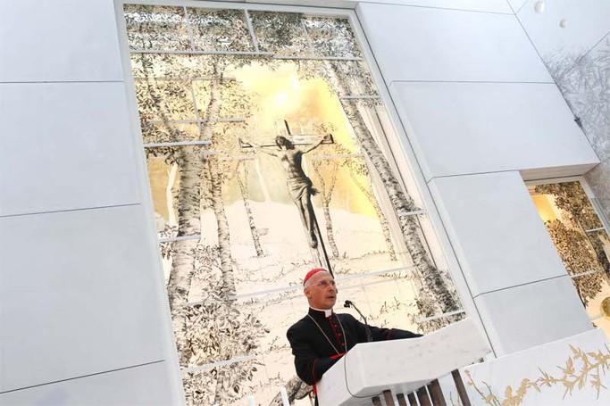 La chiesa dell'ospedale Papa Giovanni XXIII: il cardinale Angelo Bagnasco