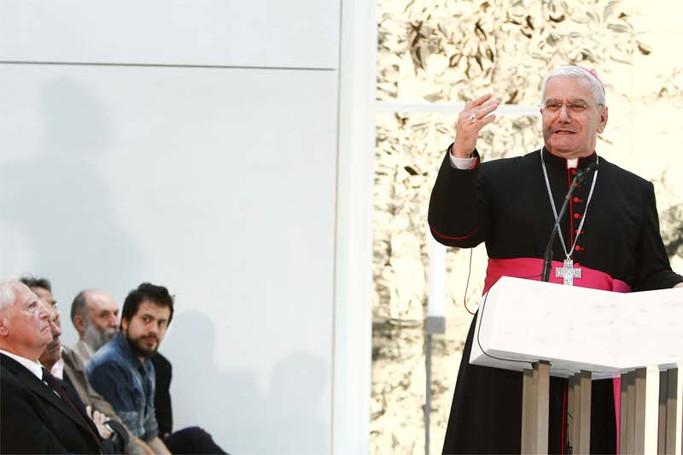 La chiesa dell'ospedale Papa Giovanni XXIII: il vescovo Francesco Beschi