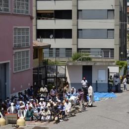 Il no dei musulmani della Malpensata  «Non lasciamo la nostra moschea»