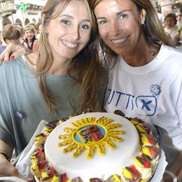 Le sorelle Parodi a sfornare torte E c'è anche il dolce pro Tentorio