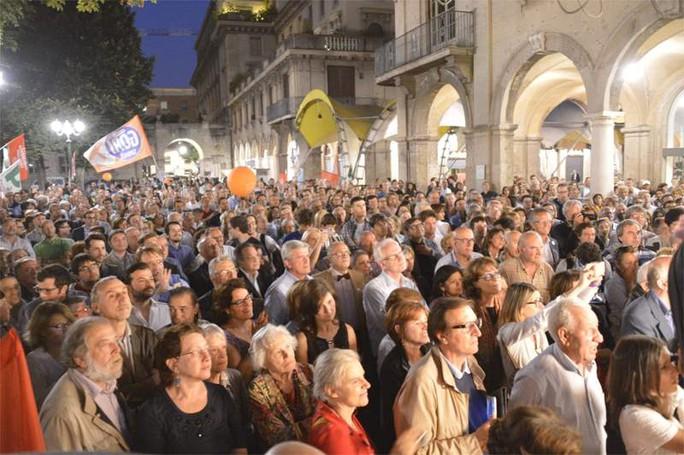 Folla per Giorgio Gori