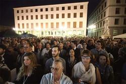 In alto folla alla festa per Gori, qui sopra la gente per Tentorio