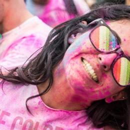 La corsa arcobaleno a Brembate  Atleti a colori come opere d'arte
