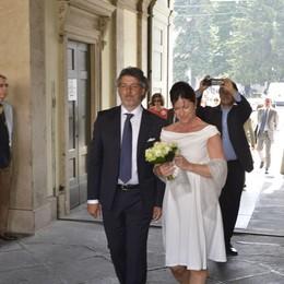 Claudia Sartirani sposa, Katia canta Ricciarelli ospite, nozze con Tentorio