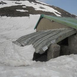 Danni per la neve sugli alpeggi  E ora è a rischio la stagione
