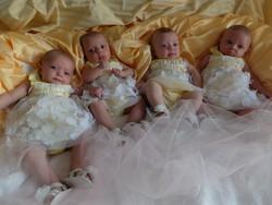 Le quattro gemelline di Bonate Sopra il giorno del battesimo
