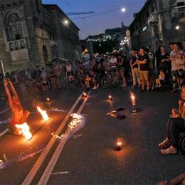 Torna «Vivi Bergamo il giovedi»  Pienone in centro città: il video