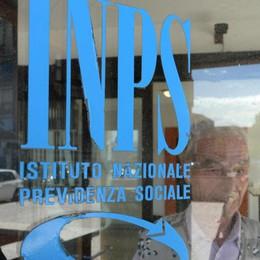 Ha un debito di 2 euro con l'Inps  Ma costa di più la raccomandata