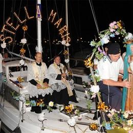 Sarnico, storia e fede  sul lago  È la processione della «Stella Maris»