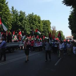 «Palestina libera» in centro città Un corteo fino al Comune