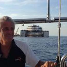 Due bergamaschi in barca a vela  scortano la Concordia e i delfini
