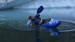 Alessandro Gherardi in canoa al lago del Diavolo (foto pubblicate sul sito www.vallebrembanaweb.it)
