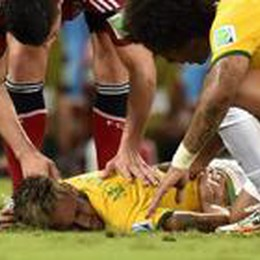 Neymar ko, Brasile sotto choc  Frattura di una vertebra lombare