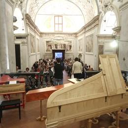 Incanto musicale ad Astino Ma in strada «suonano» le multe