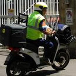 Poste, ritardi nella corrispondenza  I sindacati: mancano cento postini
