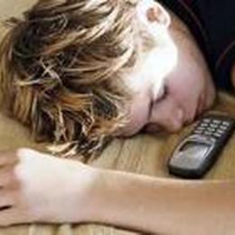 Il cellulare nel letto? Pericoloso  Esiste  il rischio di un incendio