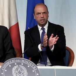Alfano: Abolire  l'art. 18 entro agosto  Pagare 15 miliardi di debiti della P.A.