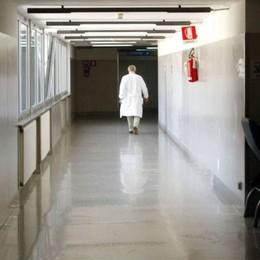 Clandestini in camice bianco
