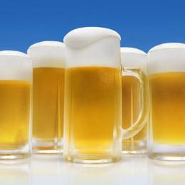 La birra, bevanda  regina dell'estate  Ma ora le vendite sono in discesa