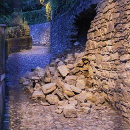 Scaletta della funicolare ko  Resta chiusa: il muro è a rischio