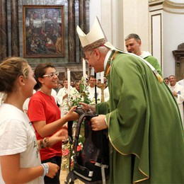 Col vescovo 550 ragazze e ragazzi  A tutti la credenziale del pellegrino