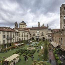 Piazza Vecchia, torna il  verde  Il patron: «Location perfetta»
