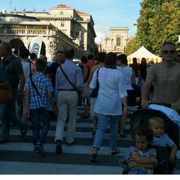 Bergamo si rianima: folla in centro  Per molti le vacanze sono già finite
