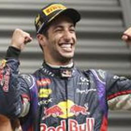 Spa, vince ancora Ricciardo  Bagarre tra i piloti Mercedes