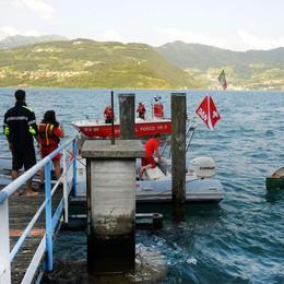 La canoa si ribalta in mezzo al lago  Brutta avventura per tre ragazzi