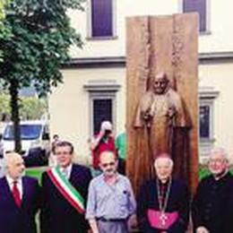 S. Pellegrino omaggia il Papa Santo  Una statua inaugurata in centro