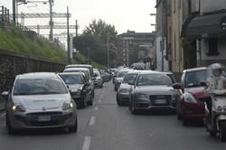 Traffico in tilt in via Simoncini