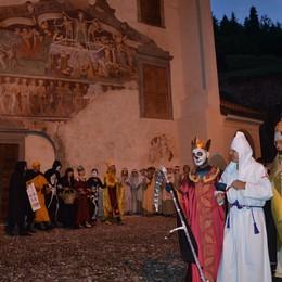 Clusone e la sua Danza Macabra In 200 per la Festa del Millennio