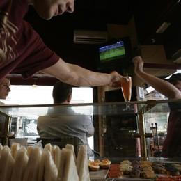 La crisi, in ginocchio anche i bar  «Basta alle sagre e ai Mercatanti»